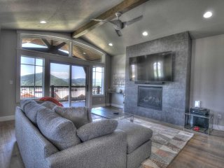 Canyons Resort Luxury Home-On Golf Course-Walk to Lifts-Pool & Spa (FS4224)