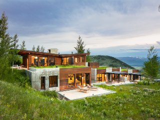 Contemporary private home, panoramic views of the Tetons, wildlife all around - Grand Outlook