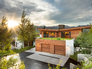 Contemporary Amangani home, panoramic views - Grand Outlook
