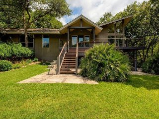 3BR/3BA Boat Slip Included! Stunning, Family-Friendly Lake Austin Home