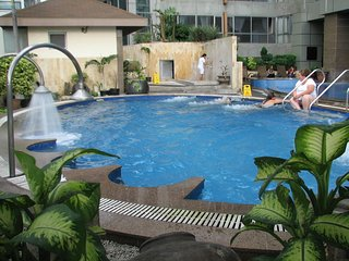 2 Br 2Bath Fully Furnished Condo for rent  Crown Regency Fuente