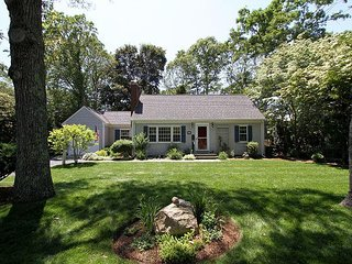 Charming Falmouth, Cape Cod Home, Walk to Beach, Ferry to Martha's
