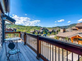 Luxe Breckenridge Home w/ Private Hot Tub, Gourmet Kitchen, Minutes to Skiing