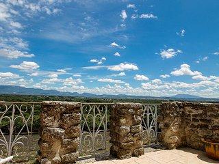 Maison de village, jacuzzi avec vue sur château de Grignan