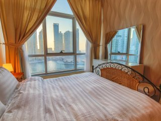 High End Sea View in Dubai Marina, Balcony & Pool