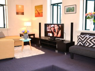 SUNNY CITY CBD APARTMENT