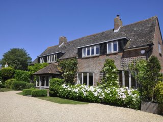 Large harbour side  holiday house  near the beach, Chichester &   Goodwood
