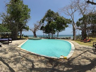 GALU KINONDO BEACH VILLA (ON BEACH & SLEEPS 10)