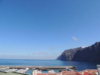 1 Bed Apartment, with 180 Degree Sea and Cliff Views, Newly Refurbished