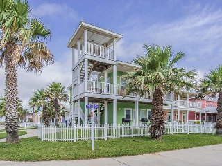 191FD; The EAGLE'S NEST Charming 4 bedroom 3.5 bath - Pet Friendly Sleeps 13