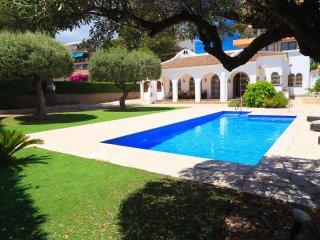 VILLA BLAU MAR 260: Beautiful Villa 5 bedrooms, private pool and spacious garden