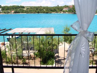 Seafront Studio Apartment in Peljesac