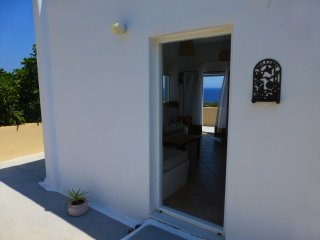 Santorini C Vila, a quiet and private 40m2 traditional home on the beach.