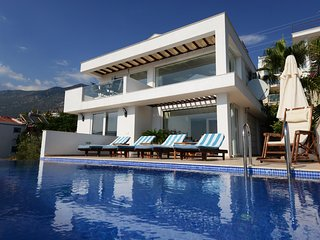 The Heavenly House, Designer Villa with Private Pool and Breathtaking Seaview