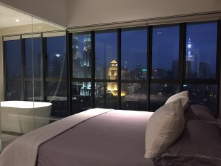 Luxurious Condo with KL City Skyline