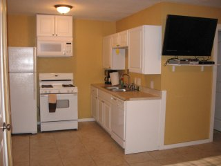 UNIT 16 BUDGET RENTAL 1 BLK TO GREAT BEACH!- PLEASURE PIER
