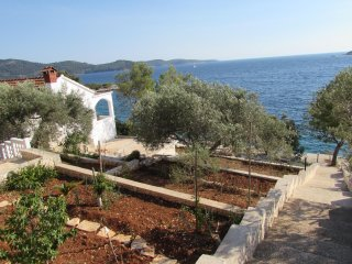 House just by the sea-2 bedrooms-with wi fi and air-condition