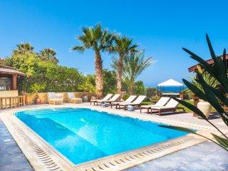 Ultra Luxury 8 Bed VILLA ELLA 1 Min Walk to Coral Bay Beach Heated Pool Hot Tub