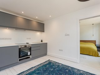 Modern apartment 2, close to Bournemouth