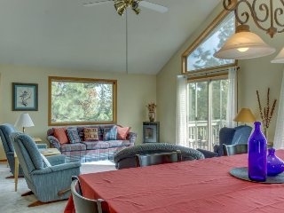 Spacious, dog-friendly home w/ a deck & gas grill - near Whychus Creek!