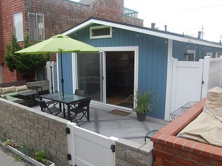Beach Cottage - Great Location, Close to Beach