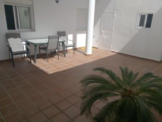 Apartamento en zona tranquila con aparcamiento facil y cerca de todo.