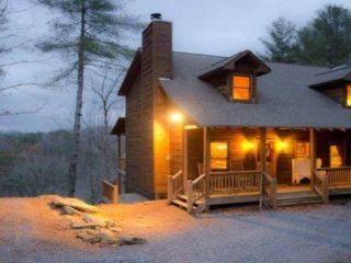 Mcalister's Highland Retreat luxury mountain cabin sleeps 12 with amazing views!