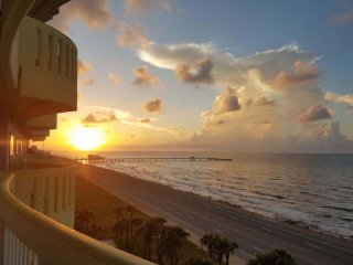 #706 Beautiful Oceanside Condo