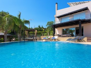 Quinn Hill - Luxury Villa