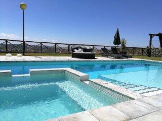 Precioso Chalet, piscina, jacuzzi, wifi, vistas, Climatización.