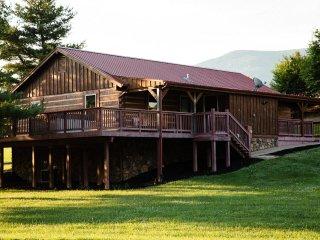 Hawksbill Retreat Mare House Mountain Views Hot Tub & Private Lake