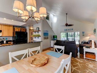 Oasis Inn the Dunes: Bright & Beautifully Updated Home Great Island Location!