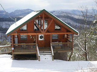 Contemporary Lodge and the Best Views!! Only 10 minutes from the Parkway!!
