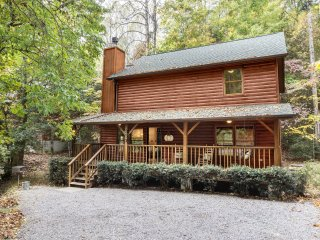 Pop's Retreat (Updated 2 Bed, 2 Bath) High speed WIFI Minutes from Gatlinburg!
