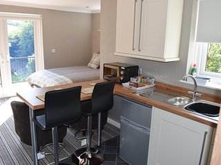 Roxys Lodge - Self Catering Studio Apartment.