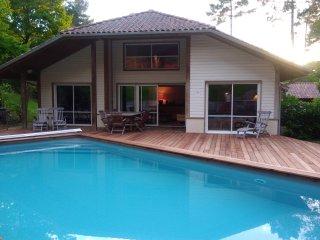 Villa de vacances avec piscine chauffée vue forêt 11 personnes