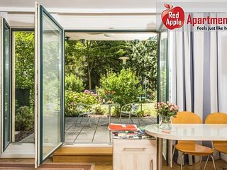 Lovely garden apartment in the city - 2130