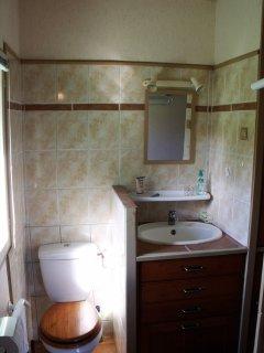 Chambre jaune (WC, lavabo)
