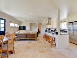 Fantastic Beach Home, Pet Friendly and Short Walk to Beach.