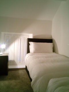 Bedroom2 / Twin Beds