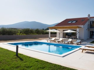 Modern villa with pool and sea view near Split - Villa Cvita
