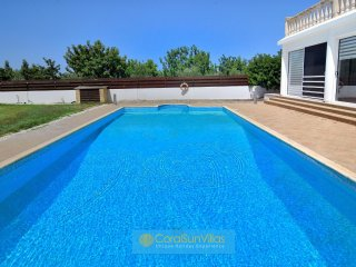 High quality villa in the Heart of Coral Bay, Large private pool, Peaceful area
