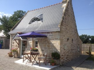 Le Petit Arbre - cottage, heated pool, Wifi, rural, Flexible Changover Days