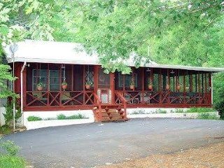 Biker/Pet Friendly Fully paved access Horseshoe Hill Cabin