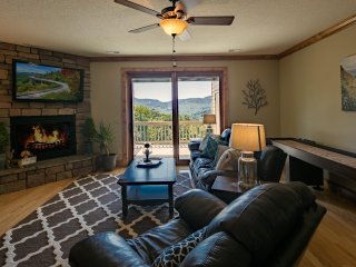 Luxury condo in Vistas with Gorgeous Views and Luxurious amenities 1D