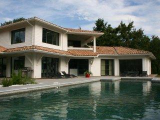 Villa grand confort piscine chauffée