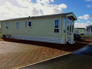 CARAVAN AVAILABLE TO RENT 12 MONTHS A YEAR WITH SEA VIEWS!