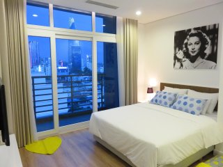 Chic Romantic Hideaway with Majestic View, central, near Ben Thanh Market