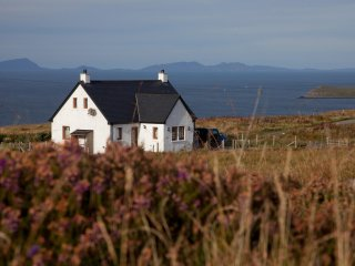 SKYE'S TIR NAN OG LUXURY COTTAGE SEA VIEWS 5 STAR REVIEWS -OPTIONAL RETREAT/SPA