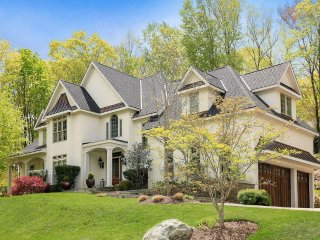 Stunning 4 Bedroom Home with private outdoor patio just an hour away from NYC